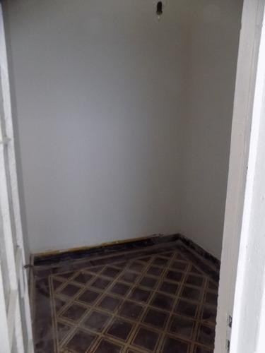 casa en ph .a metros de av. brasil y ellauri.