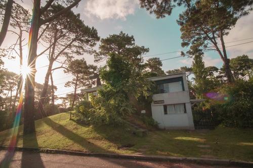 casa en punta del este pda.8  mansa. 5 dormitorios