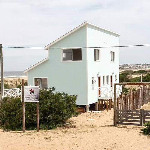casa en punta rubia, 2 casas, frente al mar, gran vista,deck