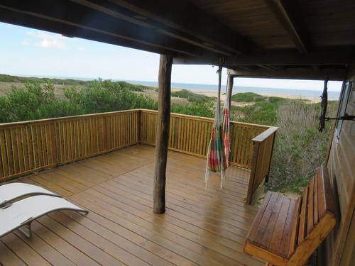 casa en punta rubia frente al mar