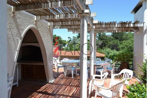 casa en rincón del indio 6 dormitorios con terraza y barbacoa - ref: 34201