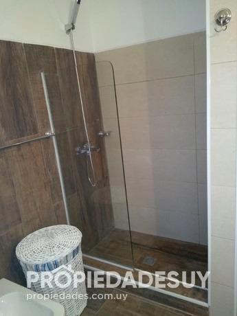 casa en venta de 3 dormitorios y dep. servicio - 2 baños en punta del este