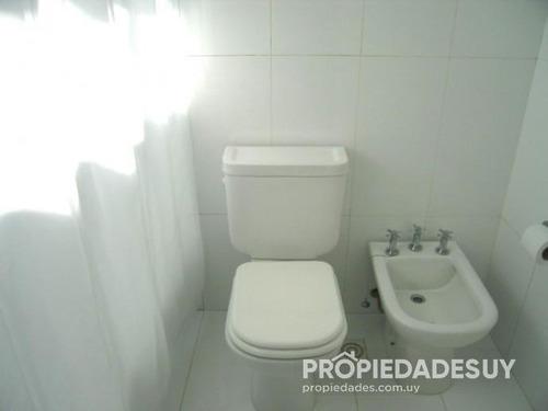 casa en venta de 3 dormitorios y dep. servicio - 3 baños en la barra
