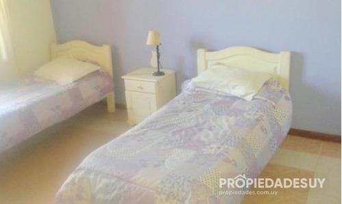 casa en venta de 4 dormitorios y dep. servicio - 0 baños en punta del este