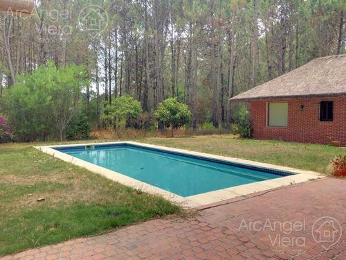 casa en venta en  parque burnett - pinares, gran parque, piscina.  se financia!