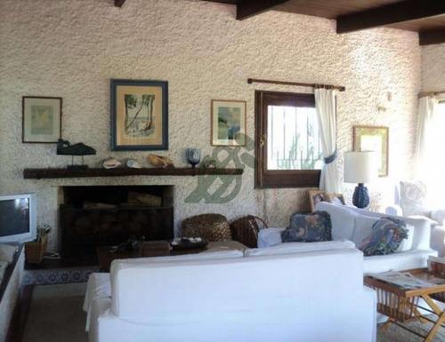 casa en venta o alquiler (en enero) en punta del este, parada 32 de la mansa, zona pinares. - ref: 1594