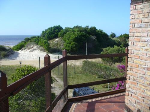 casa frente a la playa con vista al mar