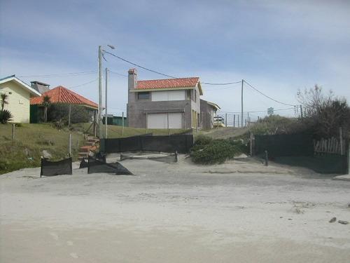 casa frente al mar, sobre la playa, impecable, en costa azul