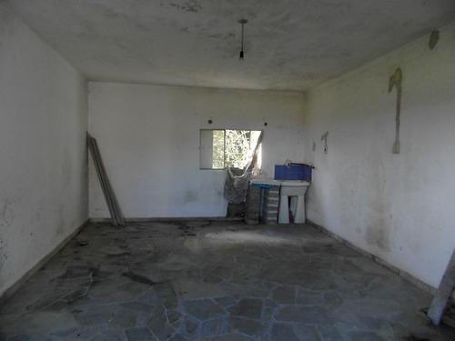 casa grande, con garaje. muy buena ubicación