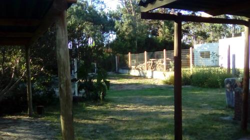 casa la gatine con jardin cercado -
