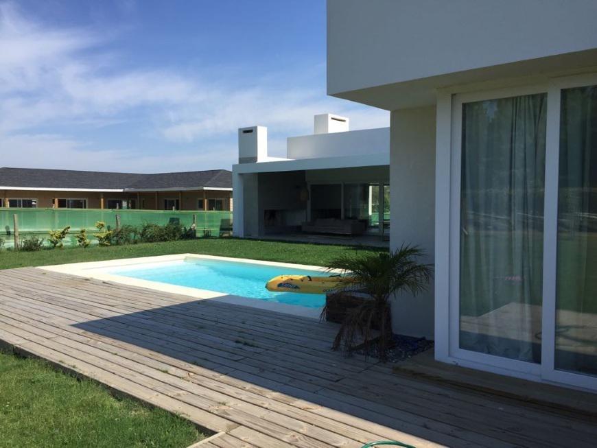Casa minimalista nueva en una planta venta o alquiler u for Casa minimalista uy