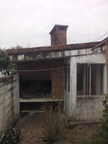 casa muy buena construcción y ubicación en tarariras
