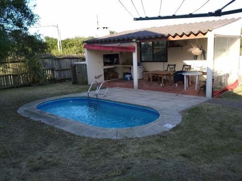 casa muy disfrutable con piscina