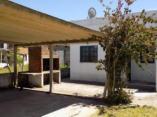 casa muy funcional ,a 1 y media de playa, centro y servicios