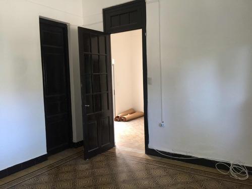 casa ph de bajos la comercial 2 dormitorios