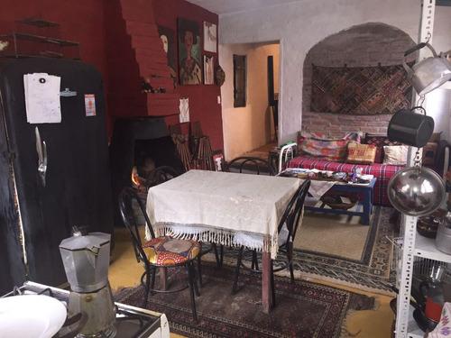 casa rustica de autor, + departamento de 1 dormitorio