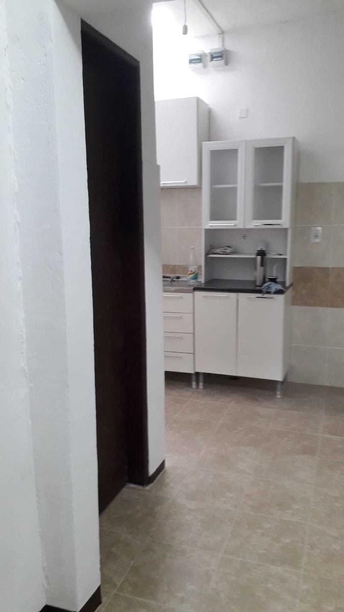 casa tipo apartamento con cochera y/o patio al frente