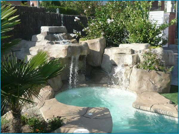 Cascadas en piedra natural para piscinas yhogar for Jardines en piedra natural