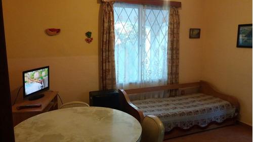 casita c/dormitorio, parrillero, tv cable. atlantida centro.