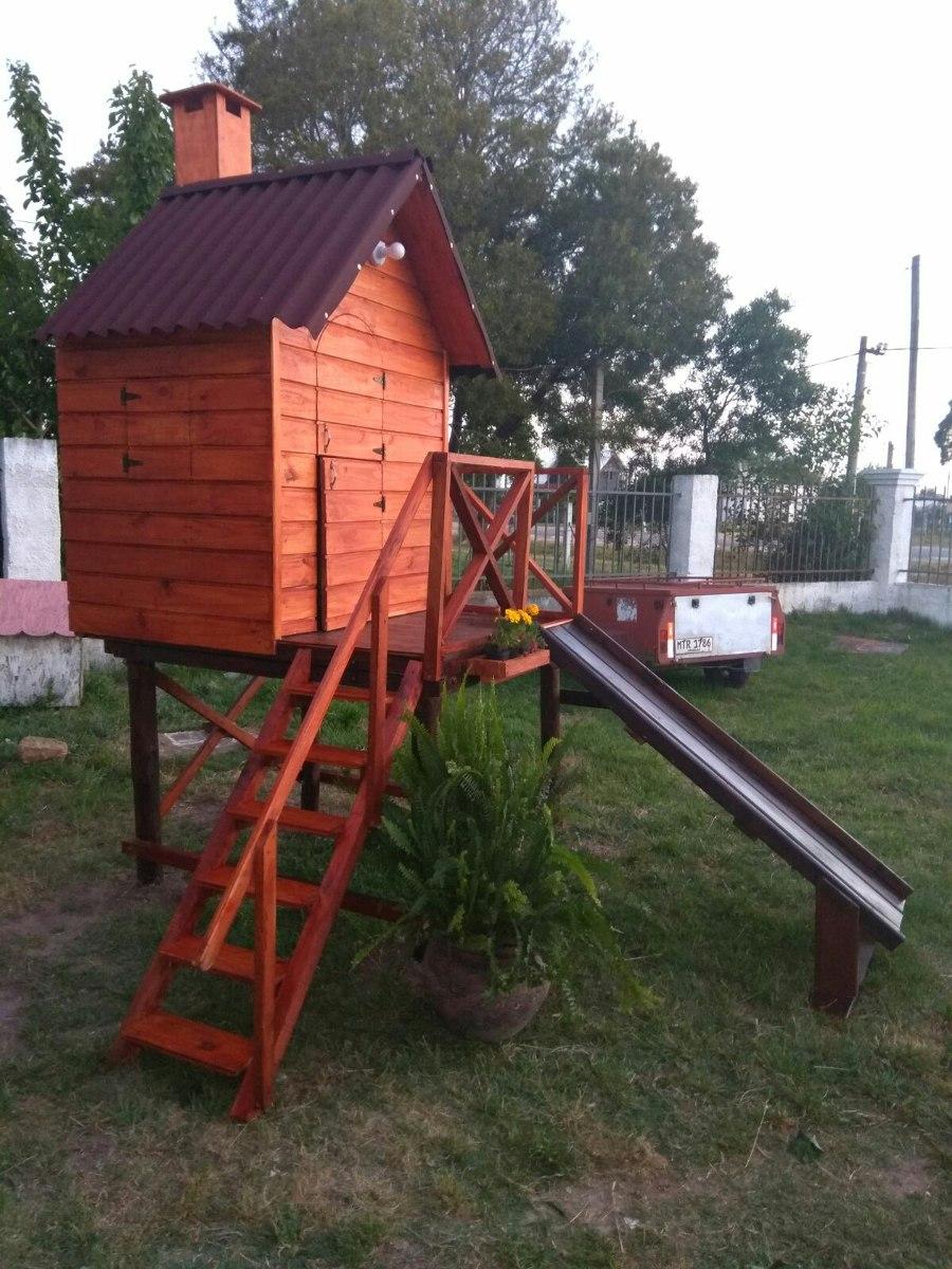 Cabaas De Madera Para Nios Foto De Archivo Pequea Y Solitaria Nia - Cabaas-de-madera-para-nios