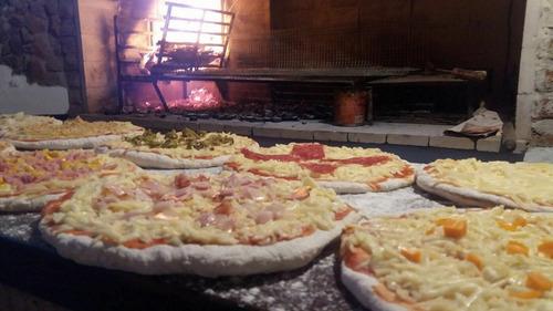 catering de pizza, calzone y chivito a la parrilla