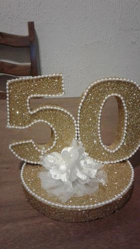ceentro de mesa o adorno con el 50