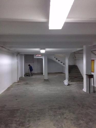 centro reciclado. local comercial. 220mts2. vidriera. 2baños