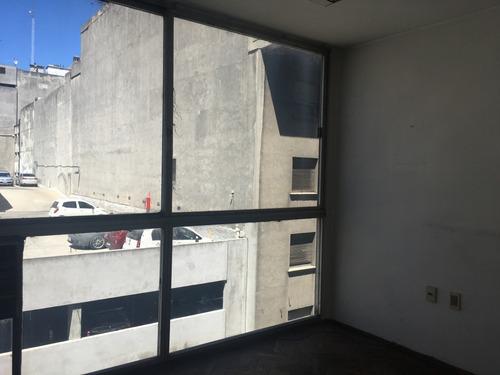 cerrito esq. treinta y tres - venta of. ciudad vieja 81m2
