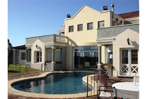chacra de 5 dormitorios con piscina y parque 2ha
