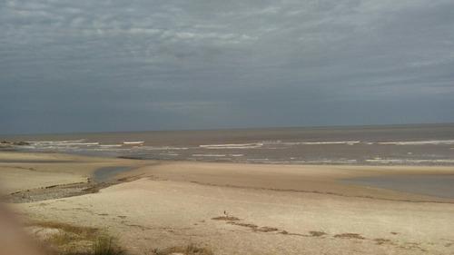 chalet a dos de playa excelente comodidades entorno arbolado