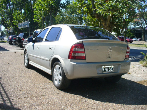 chevrolet astra gl 2.0 nafta 5 puertas champagne 2005