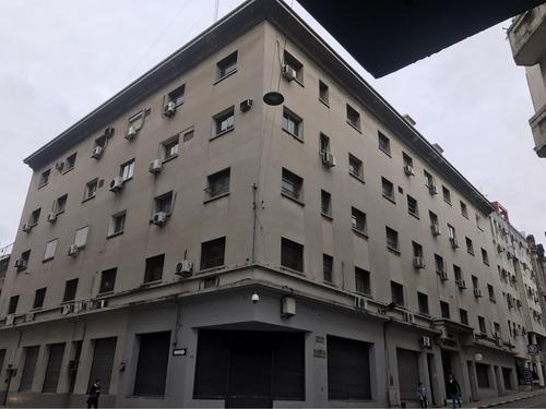 ciudad vieja 1- 2 oficinas 24 m2 c/u,piso alto, bajos gastos