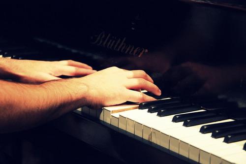 clases de piano a domicilio y pianista acompañante en mtvo.