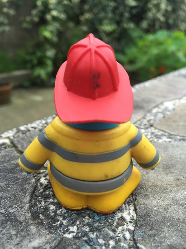 club penguin original sellado disney pequeño bombero