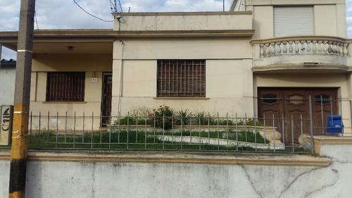 cochera para 33 autos mas casa de 3 dorm prox  av italia