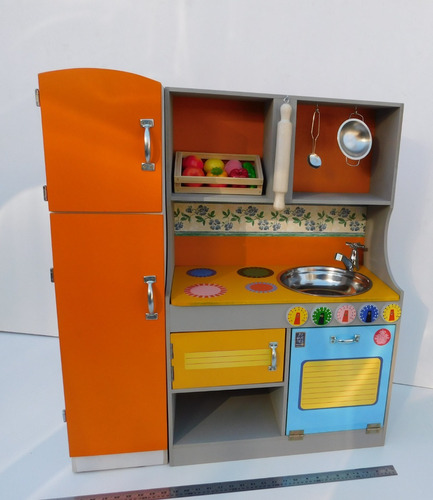 cocina de madera completa infantil con heladera y accesorios