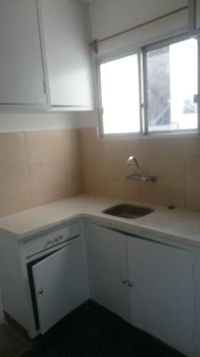 cocina y baño nuevos, 1 dorm y escritorio, vista al mar!