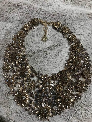 collar bcbg dorado hermoso