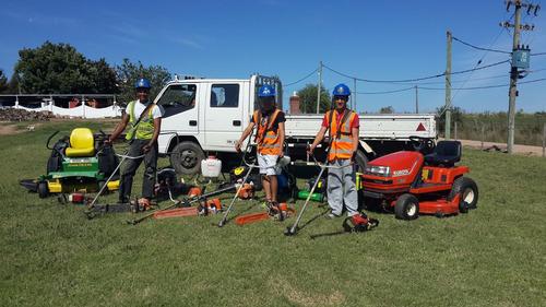 colocacionde cesped jardineria limpieza de terrenos parques