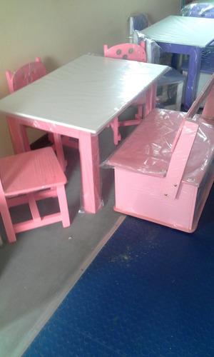 combo de mesa. baul y 3 sillas de niño