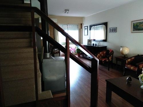 comoda casa en 2 plantas
