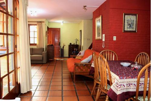 cómoda casa en barrio sur a 1 de la rambla.