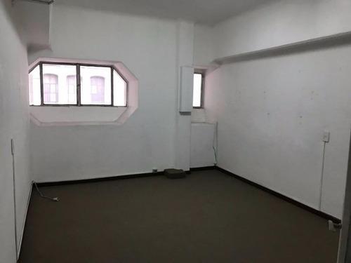 cómoda oficina en 18 de julio y ejido. palacio díaz