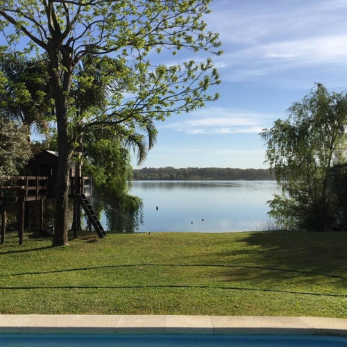 cómoda y moderna sobre el lago