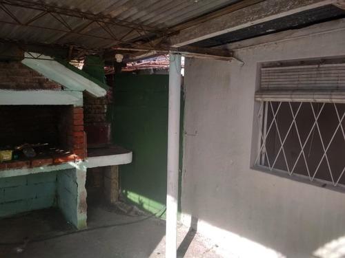 cómodo monoambiente con cocina definida y patio.