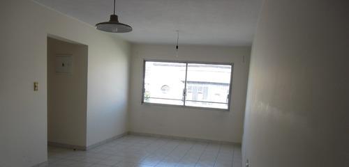 con garage!! amplio, moderno. para vivienda u oficina!