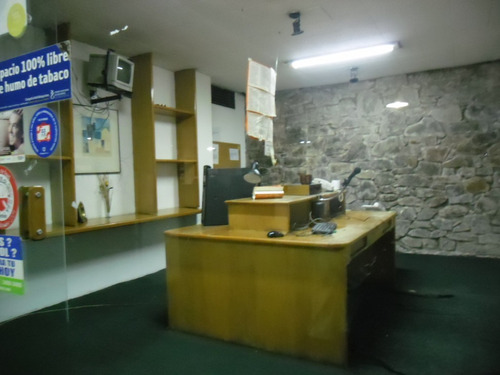 construcción de estilo, renovada. gran local y oficinas