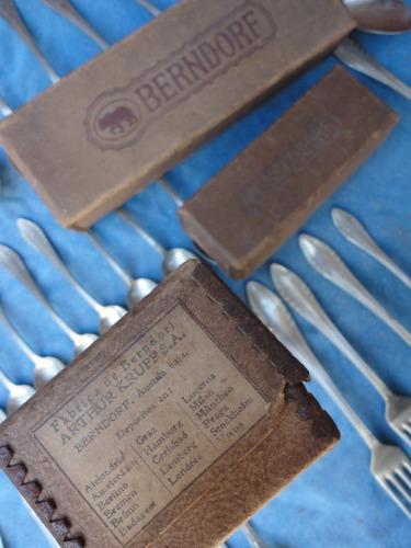 cubiertos y tenedores cucharas  antiguos en buen estado