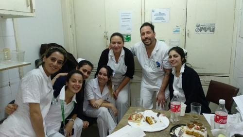 cuidados de enfermería y servicios de acompañante.