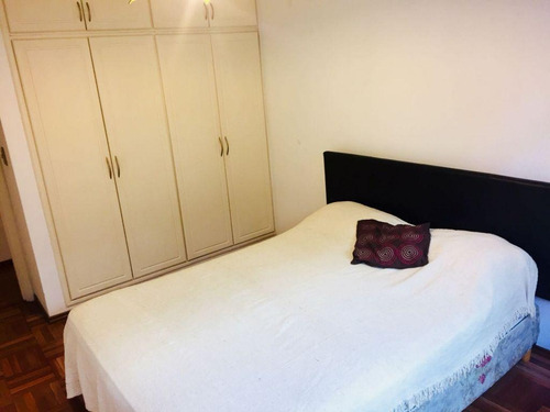 departamento 1 dormitorio con muebles  frente a pza. gomensoro pocitos